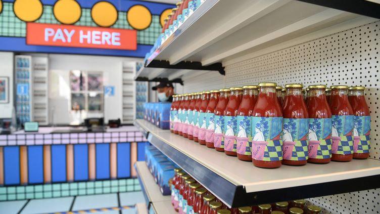 """Les produits vendus dans ce musée londonien sontpensés comme des """"oeuvres d'art abordables"""". (JUSTIN TALLIS / AFP)"""