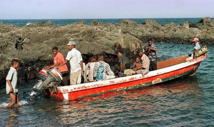 Conséquence de la partition de l'archipel des Comores, Mayotte restée française voit arriver un flot constant de migrants venus des autres îles. (ALEXANDER JOE / AFP)